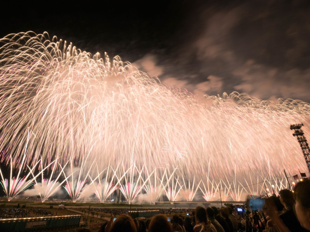 多くの人が感動する長岡花火大会のフェニックス花火